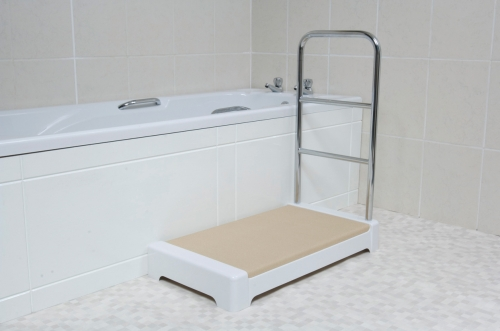 Spa Bathroom Step with Hand/Towel Rail